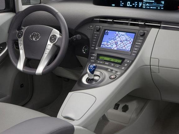 Toyota Camry оборудован привлекательным салоном